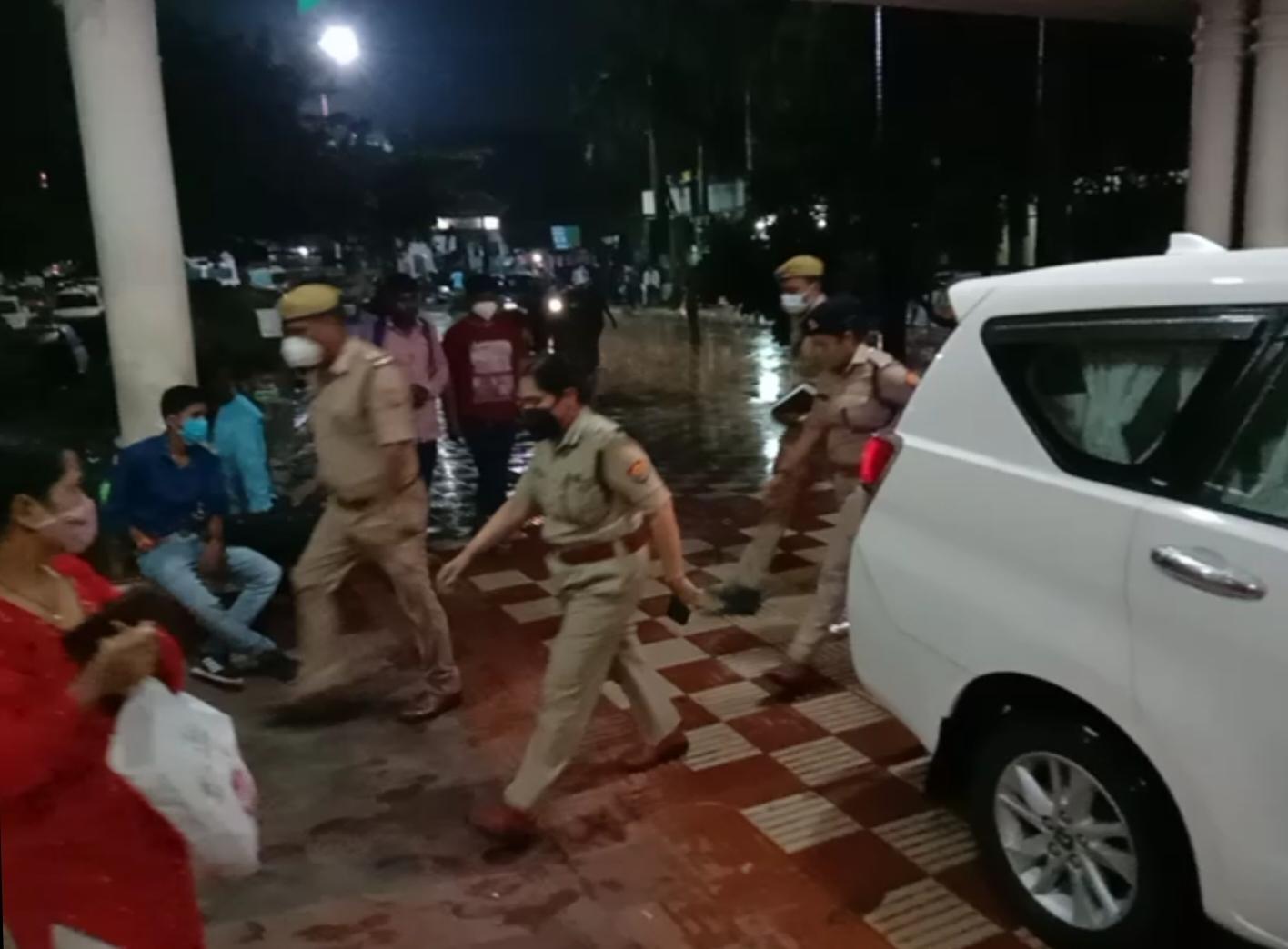अपर मुख्य सचिव नगर विकास के निजी सचिव के आत्महत्या के प्रयास के मामले की आईजी ने शुरू की जांच, परिजनों का बयान लेने बाद पहुँची उन्नाव|लखनऊ,Lucknow - Dainik Bhaskar