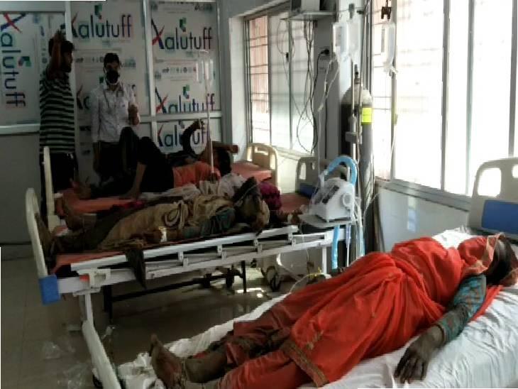 खेत में काम करने वाली 7 महिलाएं भी झुलसी, सभी को जिला अस्पताल में कराया गया भर्ती, एक महिला की हालत गंभीर|महोबा,Mahoba - Dainik Bhaskar