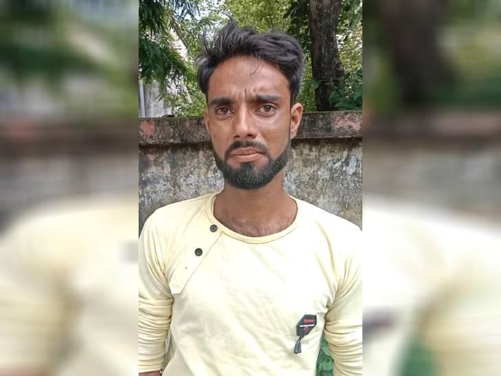 बोला- पहली बार पिटाई के एक घंटे बाद बाइक पर बैठाकर आरोपियों तक ले जाया गया, पेड़ से उल्टा लटका कर मारे डंडे|रीवा,Rewa - Dainik Bhaskar