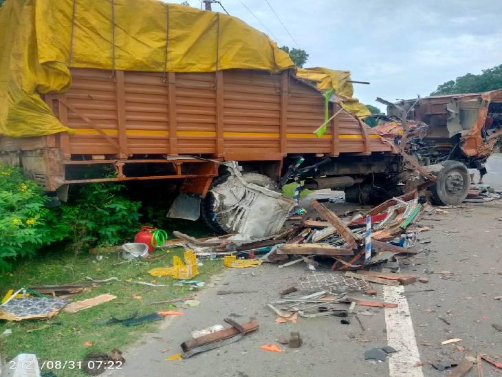 नेशनल हाईवे 730 पर ट्रक व डीसीएम में हुई आमने-सामने टक्कर, चार लोग गंभीर रूप से घायल|श्रावस्ती,Shrawasti - Dainik Bhaskar