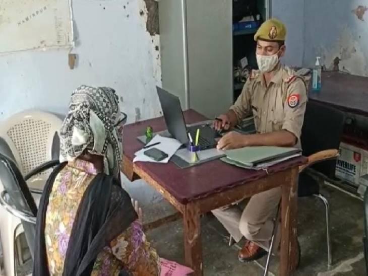 दर्शन करने गए श्रद्धालुओं के गायब हुए मोबाइल व गहने, एक महिला ने चोर को गले से चेन निकालते वक्त पकड़ा सोनभद्र,Sonbhadra - Dainik Bhaskar