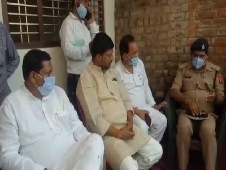 मनबढ़ों ने कर दी थी पुलिसकर्मियों की पिटाई, दबिश के दौरान महिलाओं व बुजुर्गों के साथ की थी मारपीट इटावा,Etawah - Dainik Bhaskar