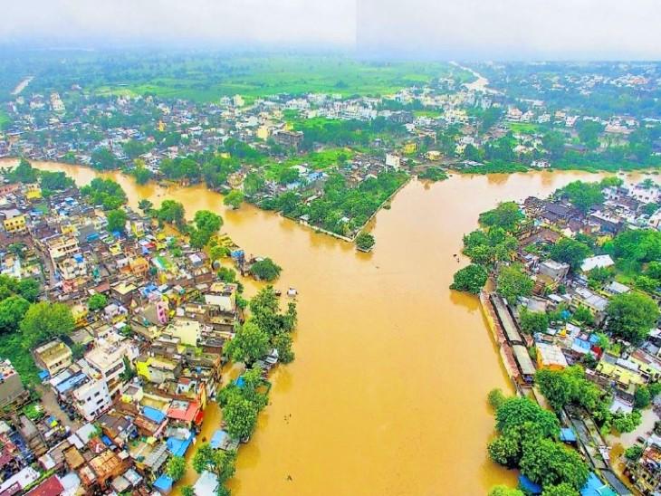 जलगांव के 750 से ज्यादा गांव पानी में डूबे, एक महिला समेत 500 से ज्यादा मवेशियों की मौत; कई गांवों में लोग अभी भी फंसे हुए हैं महाराष्ट्र,Maharashtra - Dainik Bhaskar