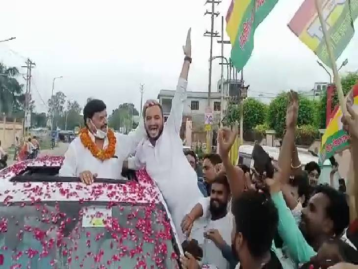 कहा कि भाजपा को हराने के लिए किसी भी पार्टी के साथ कर लेंगे गठबंधन, प्रदेश की जनता भी बदलाव चाहती है, ऐसे में बीजेपी को हटाना मुश्किल नहीं|अमरोहा,Amroha - Dainik Bhaskar