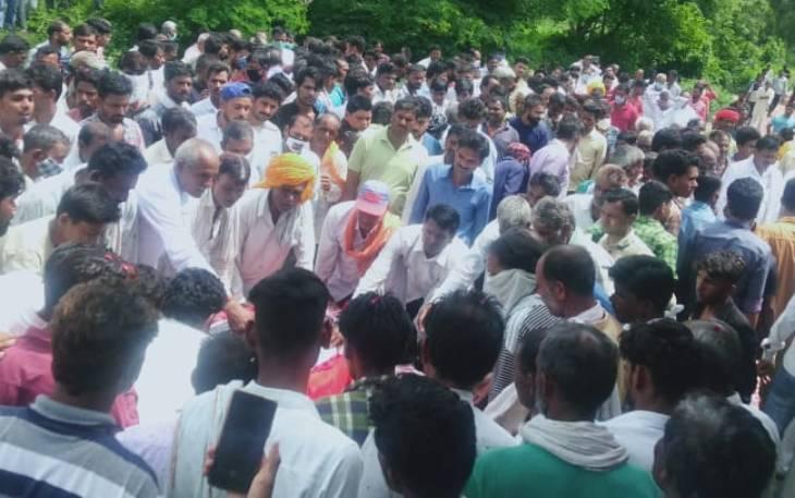नागौर हादसे में मरने वाले पति-पत्नी की एक ही चिता पर अंत्येष्टी; दूसरे गांव में एक साथ 6 लोगों का अंतिम संस्कार उज्जैन,Ujjain - Dainik Bhaskar