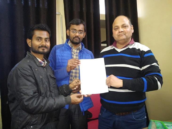 30 साल के अक्षय गुप्ता ने सॉफ्टवेयर इंजीनियरिंग की पढ़ाई की है। कुछ साल तक उन्होंने नौकरी भी की है। अब लोग उनके नए काम की तारीफ भी कर रहे हैं।