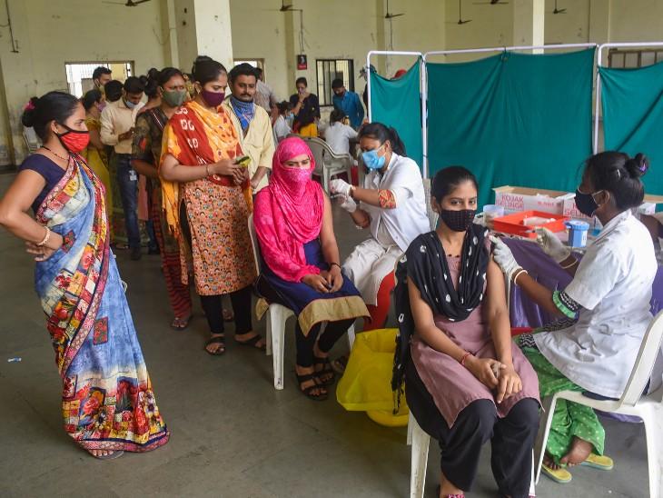UP सरकार ने सभी शिक्षकों का वैक्सीनेशन अनिवार्य किया, परिवार को भी लगवाने होंगे वैक्सीन डोज|देश,National - Dainik Bhaskar