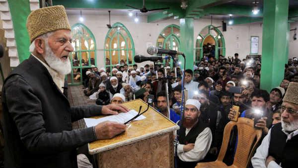 कश्मीर में अपनी एक तकरीर के दौरान सैयल अली शाह गिलानी। -फाइल फोटो।