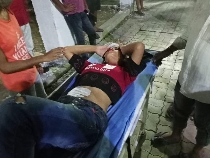 लखनऊ में स्कूटी सवार युवती पर जानलेवा हमला, विरोध पर पेट में मारा चाकू; ट्रामा सेंटर में रेफर लखनऊ,Lucknow - Dainik Bhaskar