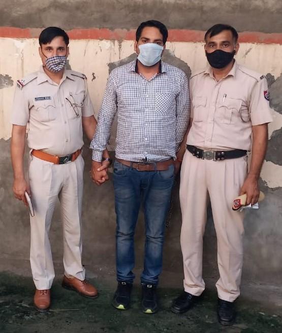 पुलिस गिरफ्त में लाखों रुपए हड़पने का आरोपी
