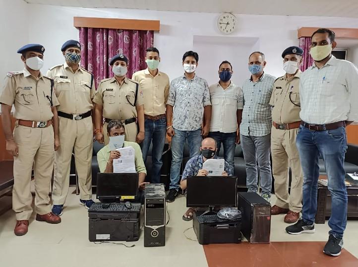 भरतपुर में 11आईडी से ई टिकट बना रहे थे ई मित्र संचालक, RPF की टीम ने पकड़ा, करीब 19 लाख कीमत के 1369 टिकट जब्त|कोटा,Kota - SN