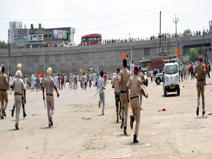 मोगा में प्रदर्शकारियों को खदेड़ते पुलिस के जवान। - Dainik Bhaskar
