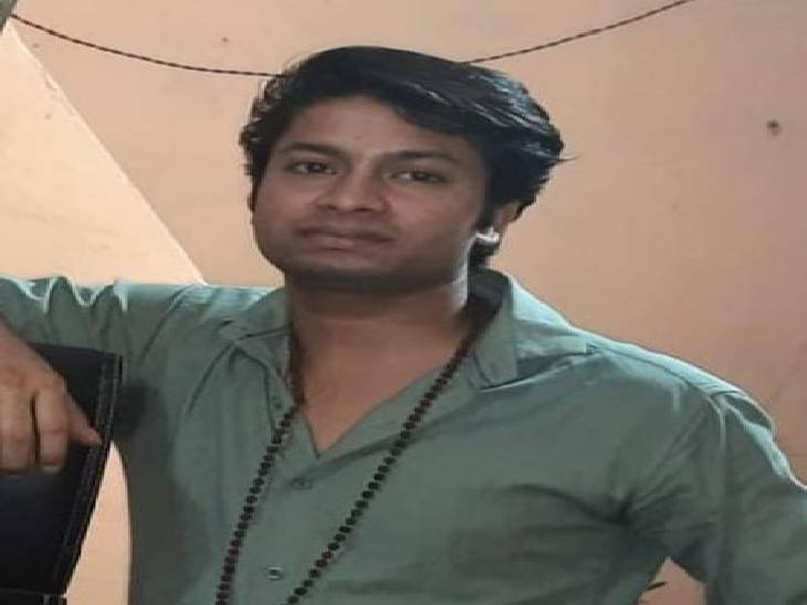 रात में घर से काम से निकला था युवक, सुबह खून से लतपथ मिला शव, पुलिस हत्या का कारण ढूंढने में जुटी|इटावा,Etawah - Dainik Bhaskar