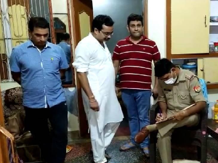 घर पर ताला लगाकर नोएडा में बेटे से मिलने गए थे, लाइसेंसी बंदूक, नकदी और ज्वैलरी ले गए चोर|अमरोहा,Amroha - Dainik Bhaskar
