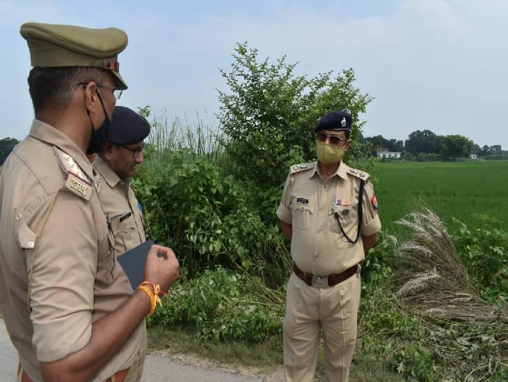 रास्ते से जा रहे लोगों ने देखा शव, पैसे का लेन-देन बताया जा रहा है हत्या का कारण गाजीपुर,Ghazipur - Dainik Bhaskar