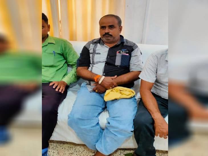 10 हजार की रिश्वत लेते समिति प्रबंधक ट्रैप, खाद्यान्न वसूली राशि को 7 दिन से ज्यादा समय देने के एवज में मांगे थे 15 हजार|रीवा,Rewa - Dainik Bhaskar