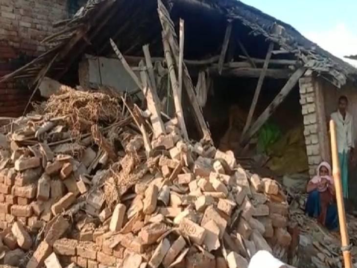 खलिहान की जमीन पर रह रहे है 40 लोग, कब्जा हटाने गई टीम एक मकान गिराकर लौटी|श्रावस्ती,Shrawasti - Dainik Bhaskar