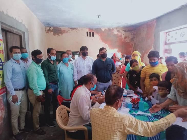 मरीजों की संख्या में तीन गुना इजाफा, अस्पतालों में लगी तीमारदारों की लाइन बागपत,Baghpat - Dainik Bhaskar