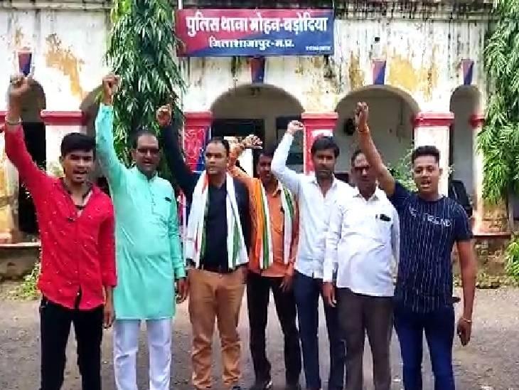 मंत्री यशोधरा राजे को काले झंडे दिखाने से पहले ही कांग्रेसियों को पुलिस ने पकड़ा, थाने में हुई जमकर नारेबाजी शाजापुर (उज्जैन),Shajapur (Ujjain) - Dainik Bhaskar