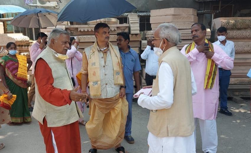 राजस्थान के 15 मजदूर पहुंचे अयोध्या, उपयोगी पत्थरों को किया चिन्हित, 70 हजार में से करीब 30 हजार घनफिट पत्थर इस्तेमाल लायक|अयोध्या (फैजाबाद),Ayodhya (Faizabad) - Dainik Bhaskar