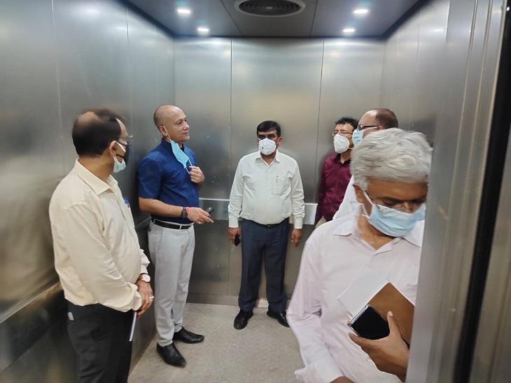 कानपुर में वायरल के बढ़ते मरीजों की संख्या को देखते हुए, मंडलायुक्त, डीएम और महापौर ने हैलट का निरिक्षण किया|कानपुर,Kanpur - Dainik Bhaskar