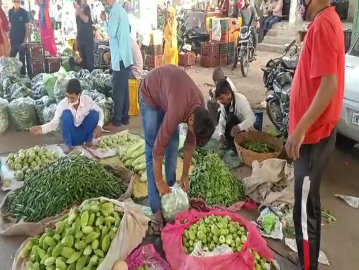 बंपर आवक से मुहाना मंडी में गिरे थाक भाव, इस सीजन में अब तक के सबसे कम दाम, फेंकनी पड़ रही है सब्जी|राजस्थान,Rajasthan - Dainik Bhaskar