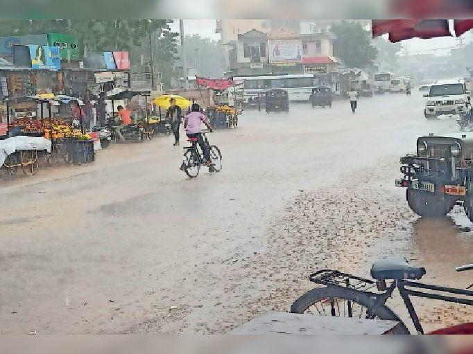 सूखे भादो में राहत की बारिश, सिवाना में दो और गिड़ा में सवा इंच बरसा पानी|बाड़मेर,Barmer - Dainik Bhaskar