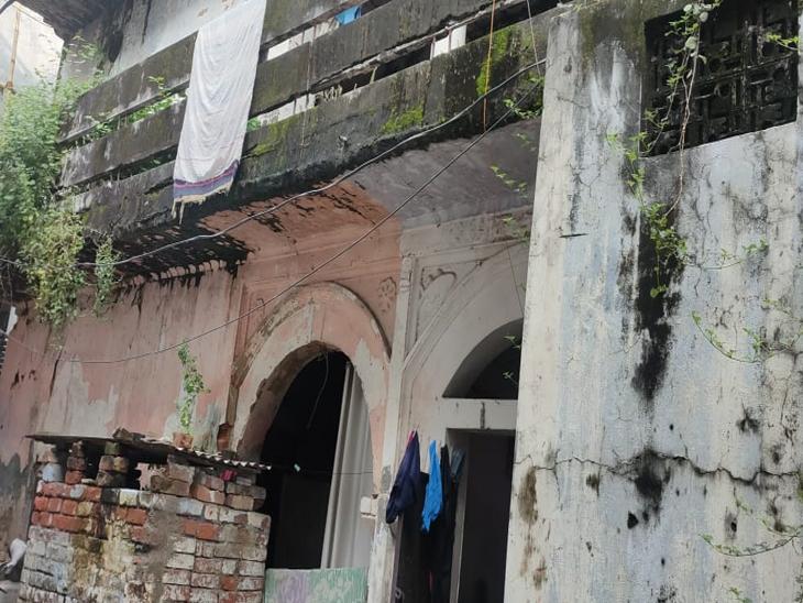 नगर निगम की लापरवाही से जानलेवा हो रहे शहर के जर्जर 100 भवन, मकान के मालिकों पर कार्रवाई नहीं, दहशत में लोग गोरखपुर,Gorakhpur - Dainik Bhaskar