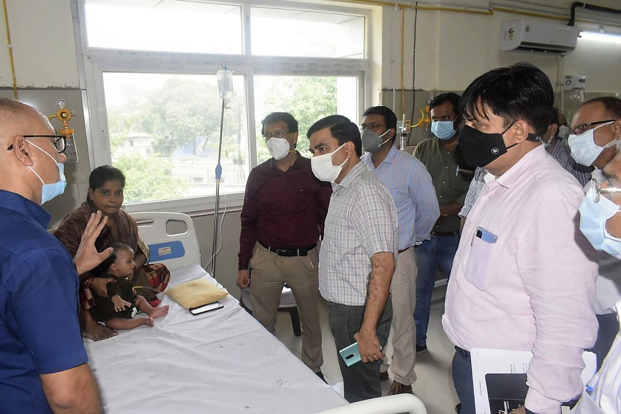 डीएम ने जच्चा-बच्चा वार्ड और उर्सला के बाल रोग विभाग का किया निरीक्षण, तीमारदारों ने नहीं की कोई शिकायत|कानपुर,Kanpur - Dainik Bhaskar