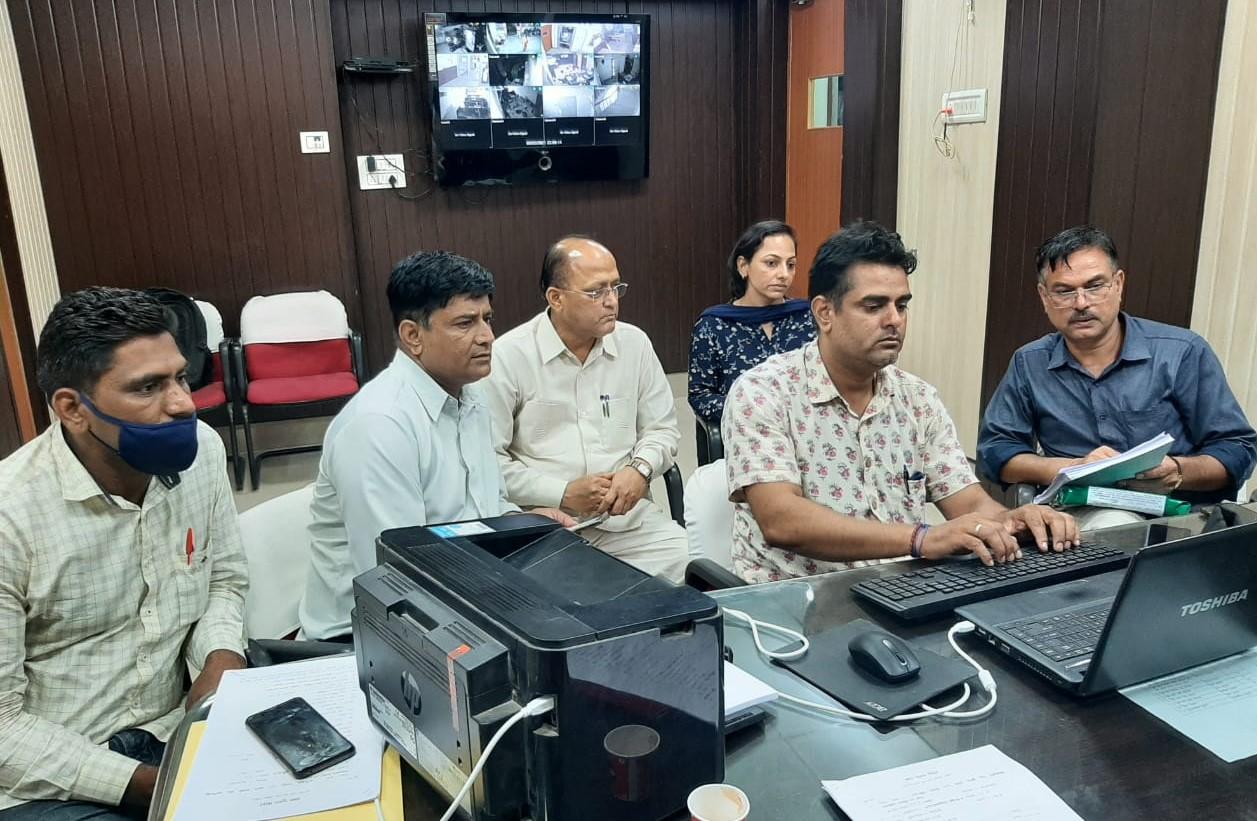 श्रीगंगानगर में एमडी, चूरू में डिप्टी रजिस्ट्रार और बीकानेर में पूर्व कर्मचारी को ACB ने दबोचा, तीनों के खिलाफ नियुक्ति और टेंडर में रिश्वतखोरी के आरोप बीकानेर,Bikaner - Dainik Bhaskar