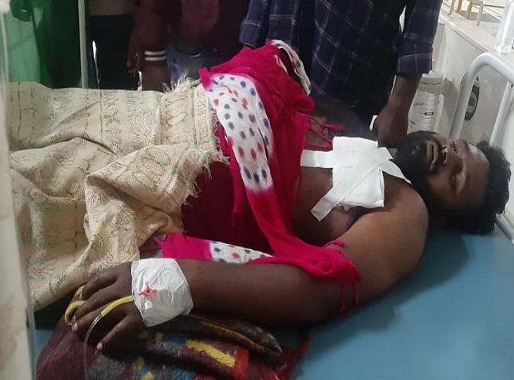 युवकों के दो गुटों में चले चाकू, दो सगे भाइयों की पेट की अंतडियां बाहर निकली, हालत गंभीर; एक आरोपी हिरासत में जगदलपुर,Jagdalpur - Dainik Bhaskar