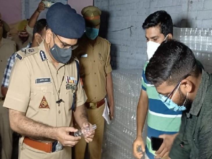 आरोपी के परिजन बोले...क्राइमब्रांच का खुलासा सही था तो फैक्ट्री में लगे आठ CCTV कैमरे क्यों हटाए, ATM से रुपए निकालने और फैक्ट्री व घर में लूटपाट का आरोप कानपुर,Kanpur - Dainik Bhaskar