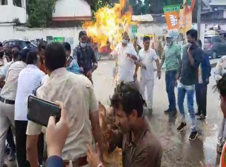 छत्तीसगढ़ के CM व मंत्रीमंडल पर थूकने वाले बयान पर जगदलपुर में बवाल, डी पुरंदेश्वरी के खिलाफ हुई जमकर नारेबाजी जगदलपुर,Jagdalpur - Dainik Bhaskar