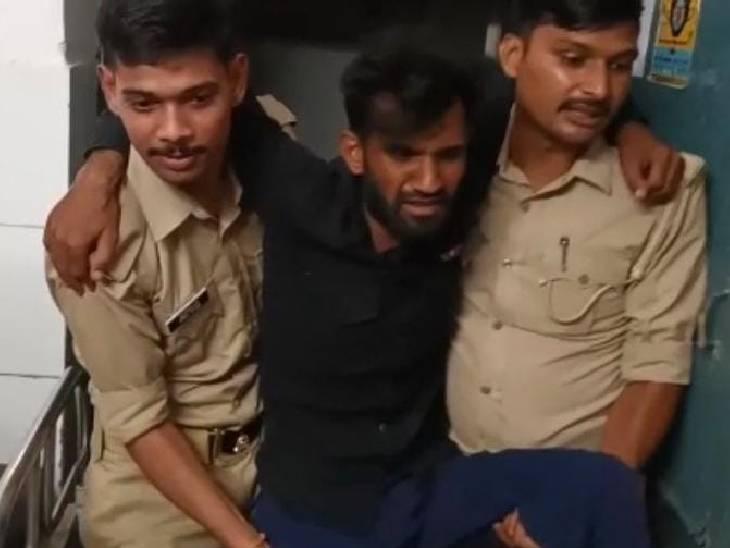 गोली मारकर पुलिस ने दबोचा, दो घायल; 16 अगस्त को बदमाशों ने बुजुर्ग से लूटे से 2.50 लाख रुपए|पीलीभीत,Pilibheet - Dainik Bhaskar