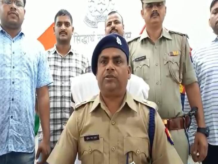 घटना को अंजाम देने की फिराक में था बदमाश, पुलिस को देख करने लगा फायरिंग; आरोपी व एक एसओजी सिपाही को लगी गोली|सिद्धार्थनगर,Siddharthnagar - Dainik Bhaskar