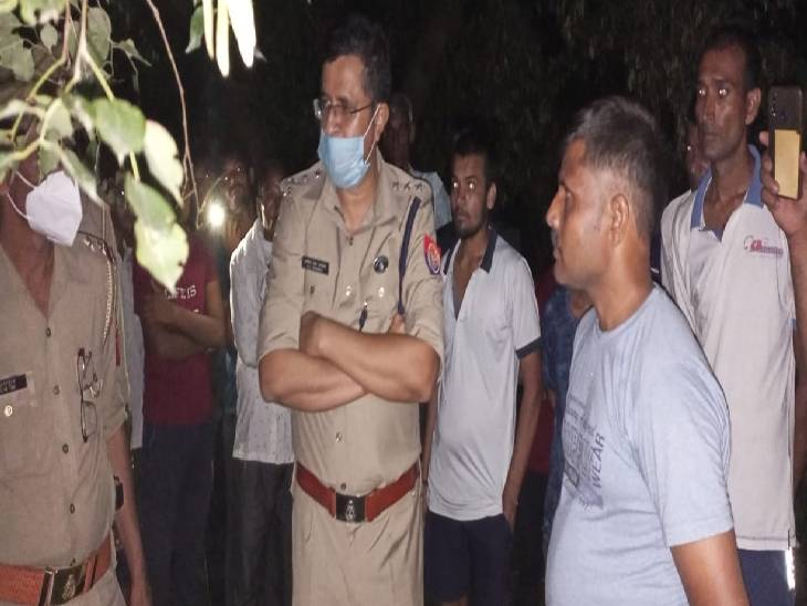 पेड़ से लटका मिला छात्रा का शव, परिजनों ने कत्ल का लगाया आरोप; उठाई सीबीआई जांच की मांग|अमरोहा,Amroha - Dainik Bhaskar