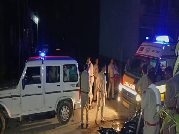 कूड़ा डालने को लेकर हुआ बवाल, दोनों पक्षों में चले लाठी-डंडे, पुलिस पर भी किया हमला, 13 लोगों पर एफआईआर दर्ज|अमरोहा,Amroha - Dainik Bhaskar