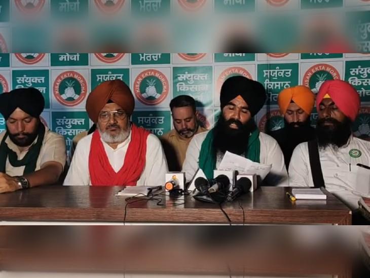 दिल्ली में प्रेस कॉन्फ्रेंस में बात करते संयुक्त किसान मोर्चे के नेता। - Dainik Bhaskar