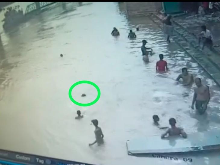 पटना में NIT घाट पर डूबने लगा युवक तो मरता छोड़ दोस्त भागा, मोबाइल भी ले उड़ा और उसके घर में नहीं बताया|पटना,Patna - Dainik Bhaskar