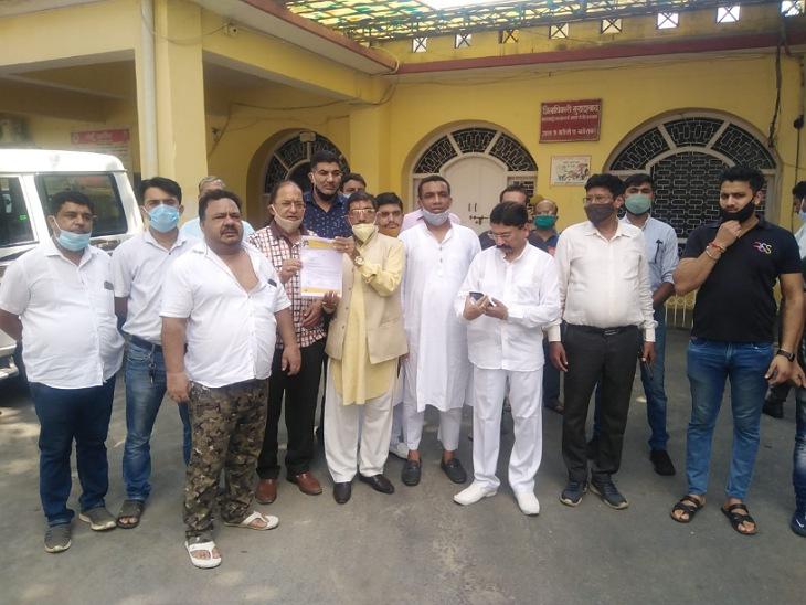 मुरादाबाद के व्यापारियों ने कहा- कोरोना ने खत्म कर दिया कारोबार, राहत तो मिली नहीं अब नोटिस भेज रहे तमाम विभाग मुरादाबाद,Moradabad - Dainik Bhaskar