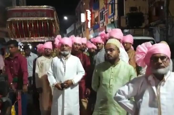 उज्जैन में बैंड की धुन पर नाचते-गाते आए बाराती, पुलिस ने पूछा- अनुमति ली, तो किसी ने रुमाल का मास्क बनाया, तो किसी ने दुपट्टा लपेटा; केस दर्ज|उज्जैन,Ujjain - Dainik Bhaskar