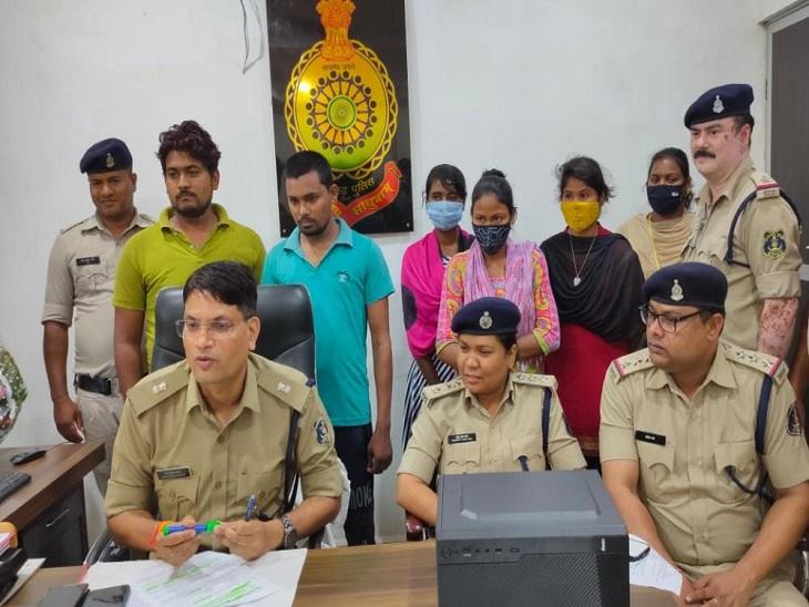 सुंदर लड़कियों की फोटो दिखाकर फंसाते, फिर पर्सनल प्रॉब्लम बता ऐंठते थे रुपए; 3 लड़कियों समेत 5 गिरफ्तार बिलासपुर,Bilaspur - Dainik Bhaskar