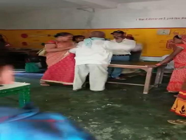 डिप्टी से शिकायत करना पड़ा महंगा, शिक्षिका बोलीं- हफ्तों नहीं आते स्कूल; बीएसए ने कहा- कार्रवाई होगी|आजमगढ़,Azamgarh - Dainik Bhaskar