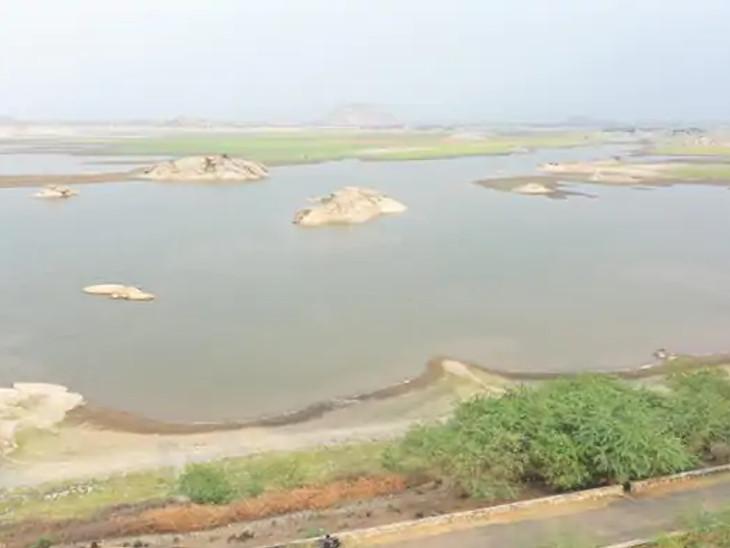 पाली के जवाई बांध पर कई गांव निर्भर हैं, लेकिन यहां भी पानी काफी कम आया है।