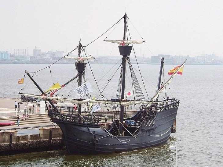 विक्टोरिया जहाज की रेप्लिका। यह तस्वीर नागोया, जापान में ली गई है।