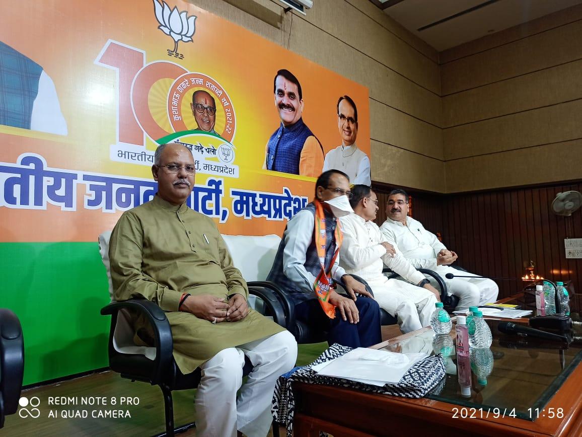 होर्डिंग-पोस्टर के चक्कर में रहोगे तो कोई भटे के भाव नहीं पूछेगा, पंचायत की जिम्मेदारी संभाल लें, तो हमें कोई नहीं हरा सकता|भोपाल,Bhopal - Dainik Bhaskar