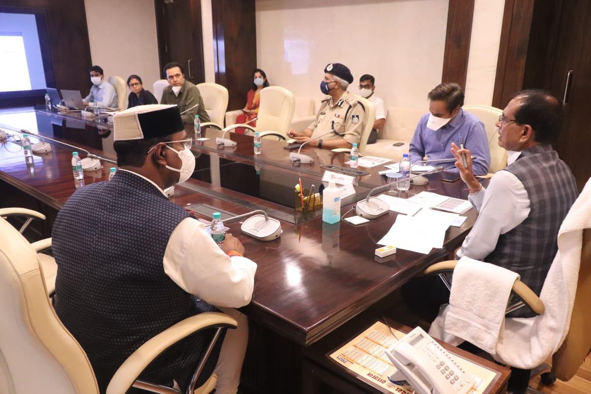 शिवराज बोले- इसे खतरे की घंटी मान कर सावधान रहें; प्रभारी मंत्री और अफसर स्थिति पर रखें नजर|मध्य प्रदेश,Madhya Pradesh - Dainik Bhaskar