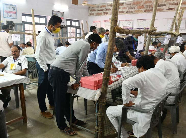 जिला परिषद में कांग्रेस 99 और भाजपा 90 वार्ड में जीती, पंचायत समितियों में कांग्रेस को 670, BJP को 551 और RLP को 40 वार्डों में जीत जयपुर,Jaipur - Dainik Bhaskar