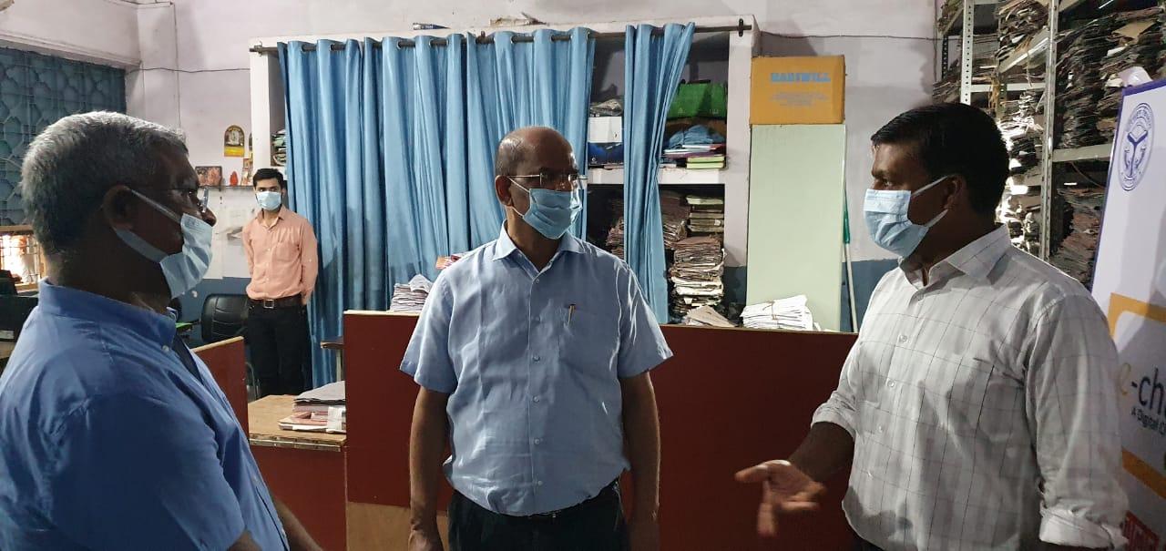 अपर मुख्य सचिव ने जाना ताजनगरी का हाल, मलिन बस्तियों से लेकर आरटीओ कार्यालय तक का किया औचक निरीक्षण आगरा,Agra - Dainik Bhaskar