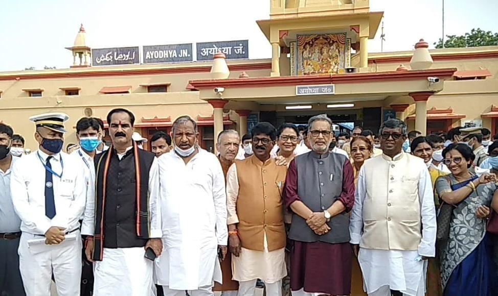 21 सदस्यीय टीमनिरीक्षण कर बोली, इस साल बनकर तैयार हो जाएगा अयोध्या रेलवे स्टेशन,विश्व का सबसे बड़ा शहर बन रहा यह नगर|अयोध्या,Ayodhya - Dainik Bhaskar